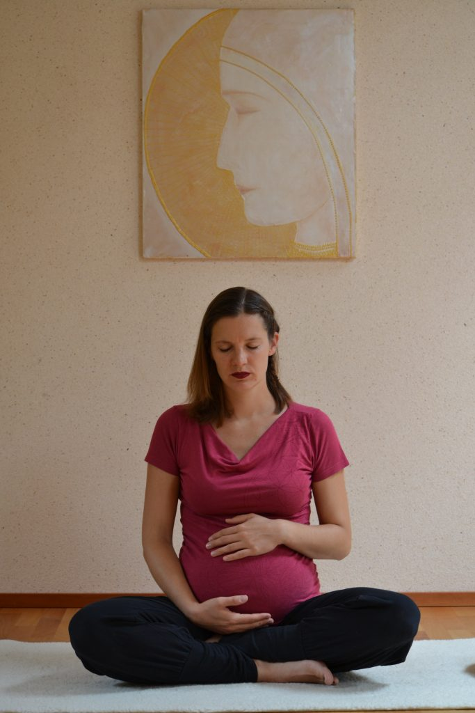 Dieses Bild hat ein leeres Alt-Attribut. Der Dateiname ist Meditation-Schwangerschaft-e1567535254115-683x1024.jpg